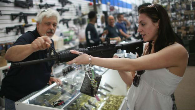 Aumentó venta de armas en California un 85% tras masacre en San Bernardino