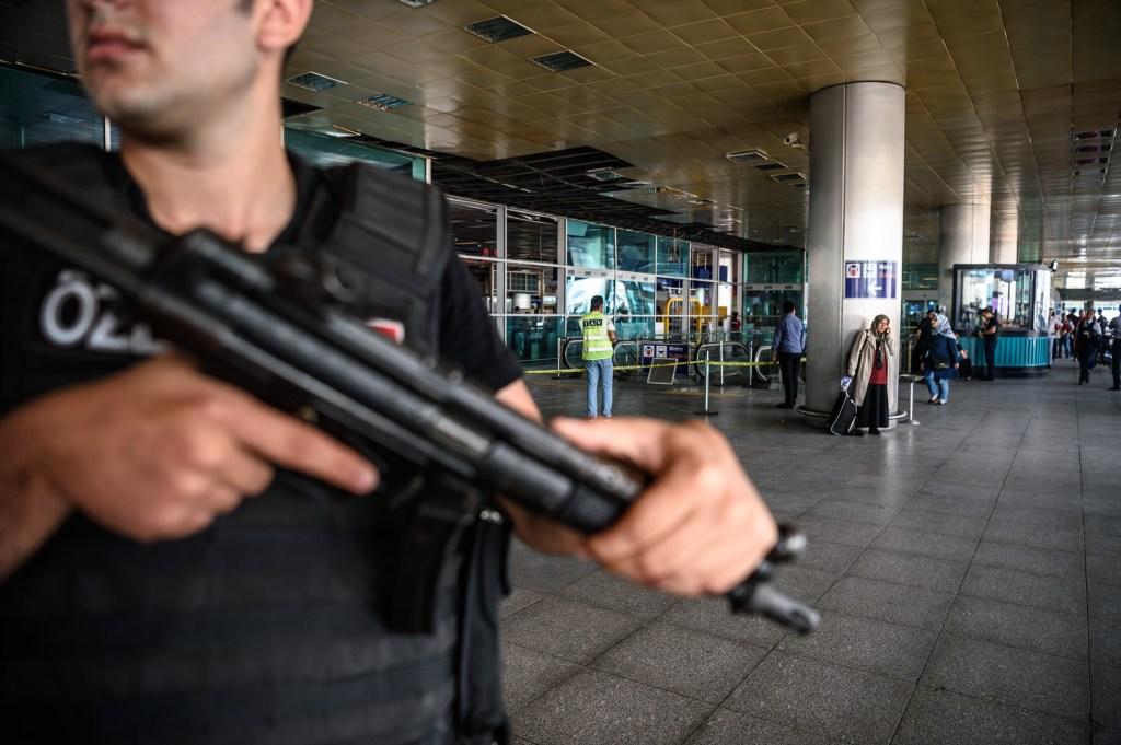 Este fue el último de una serie de ataques que han sacudido a Estambul y Ankara en los últimos meses. Cientos de soldados y civiles han muerto en los ataques que incluyen explosiones su
