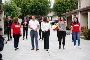 A ritmo de mariachi animan a votantes en Los Ángeles