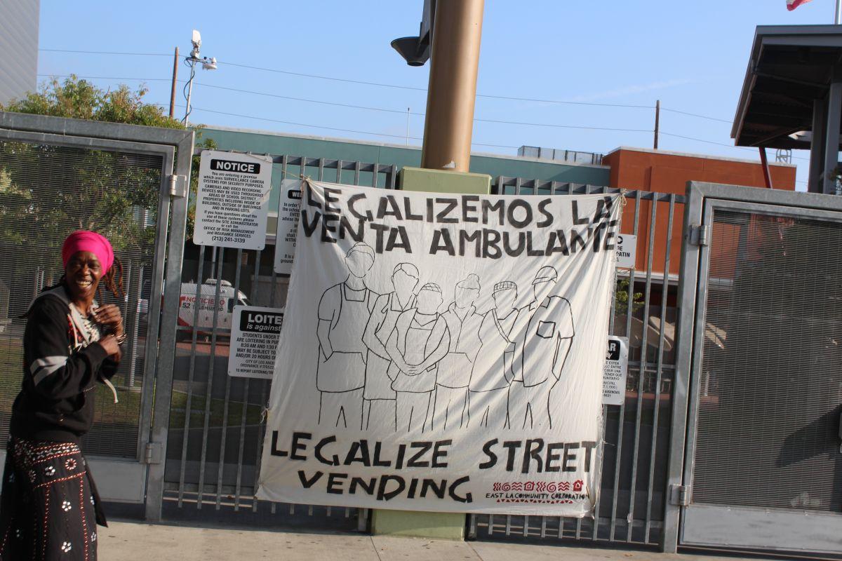 """""""Legalicemos la venta ambulante"""", es el clamor de casi 50,000 vendedores de las calles de Los Ángeles."""