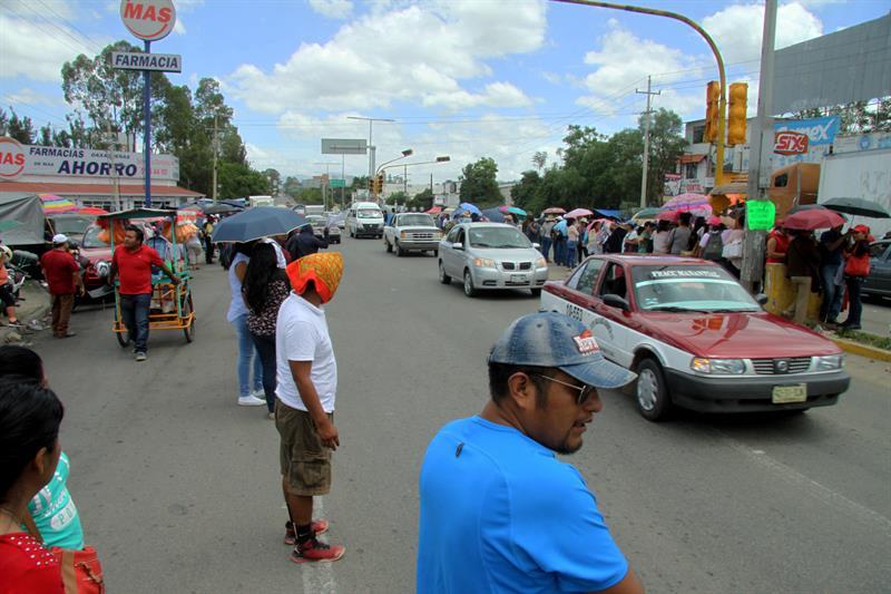 Maestros permiten distribuir gasolina en Oaxaca