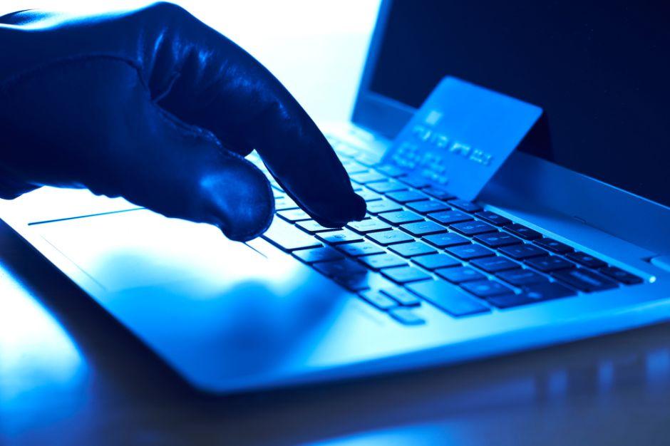 ¿Qué puedo hacer si soy víctima de fraude al comprar en línea?