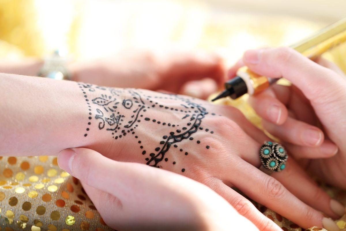 Los tatuajes de 'henna negra' pueden ser peligrosos para algunas personas.