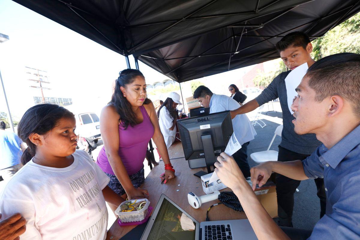 Los Ángeles renueva computadoras que ya no usa y las dona a estudiantes necesitados