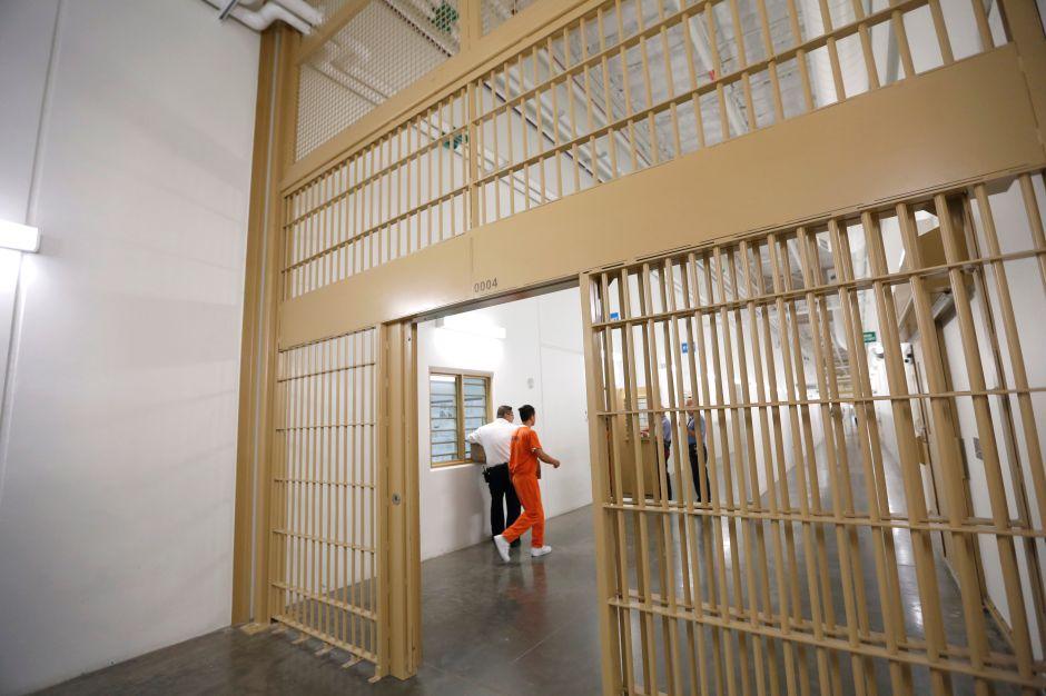 Immigrantes detenidos en Otay Mesa denuncian abusos intolerables