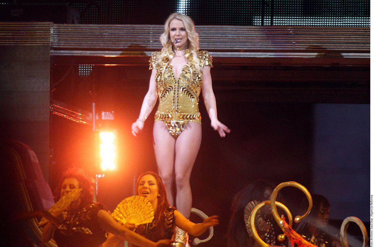 """¡Así de sexy Britney Spears lanzó su nuevo sencillo """"Make Me""""!"""