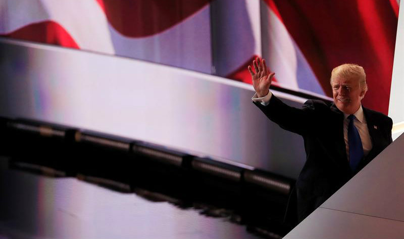 Costarricense invita a latinos a votar por Donald Trump