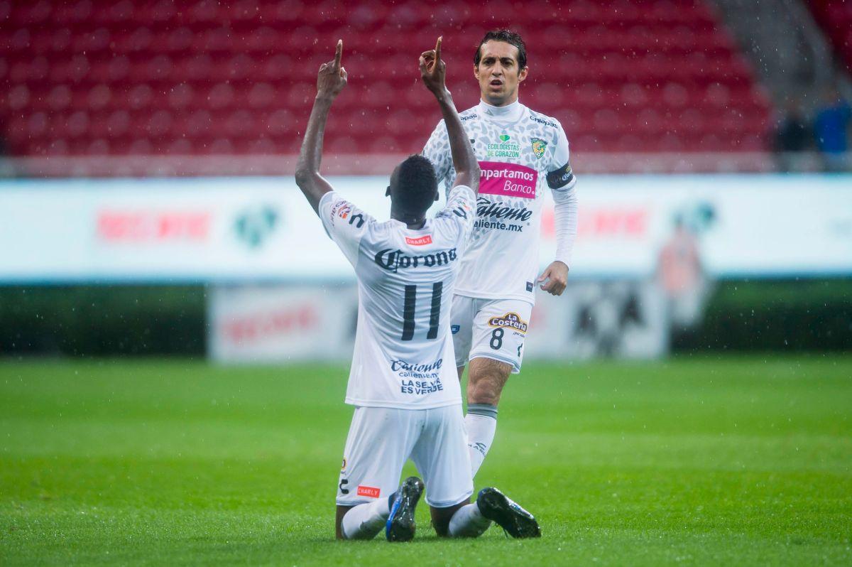 Jaguares golea 4-1 a Chivas en la Copa MX