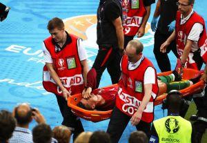 ¡Se acabó la Euro para Cristiano Ronaldo!, se va lesionado, en camilla y llorando