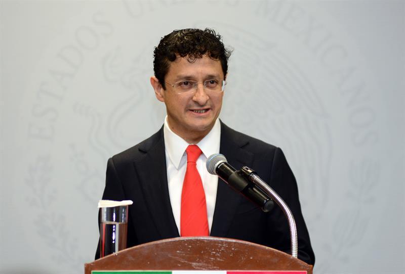 """Renuncia ministro que exoneró a Peña Nieto por la """"La Casa Blanca"""""""