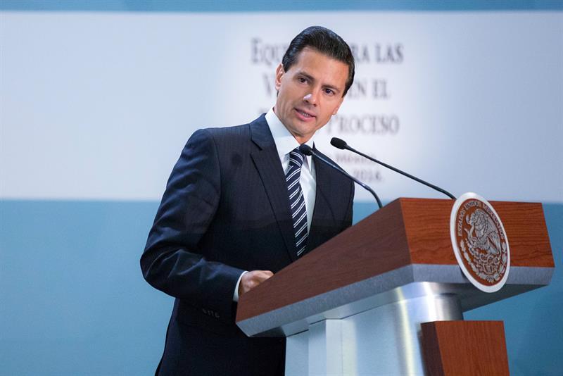 Peña Nieto cumple 50 años en el momento más difícil de su gobierno