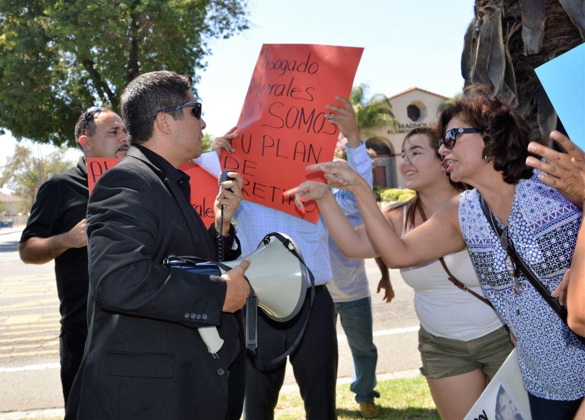Varias personas acusan al abogado Rogelio Morales de indiscriminadamente demandar a negocios latinos por presunta discriminación.