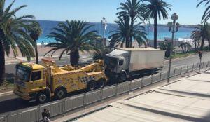 Video: El motociclista que saltó hacia el camión de terrorista de Niza