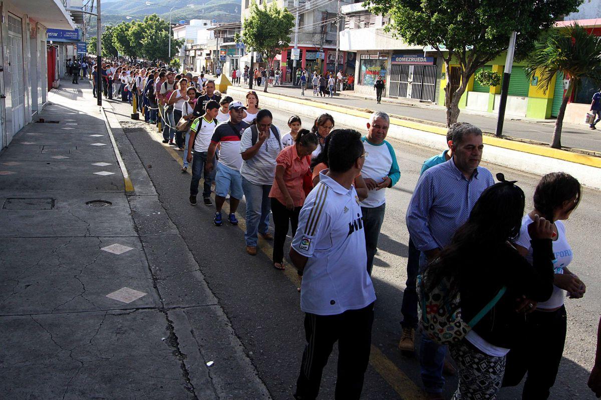 Maduro abre la frontera para que venezolanos compren en Colombia