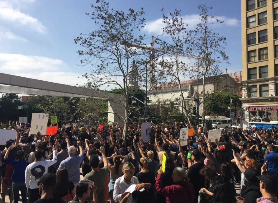 Aumenta la tensión por la muerte de una mujer afroamericana a manos del LAPD