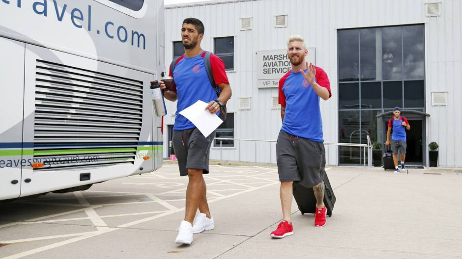 Messi y su nuevo look causan revuelo en Inglaterra