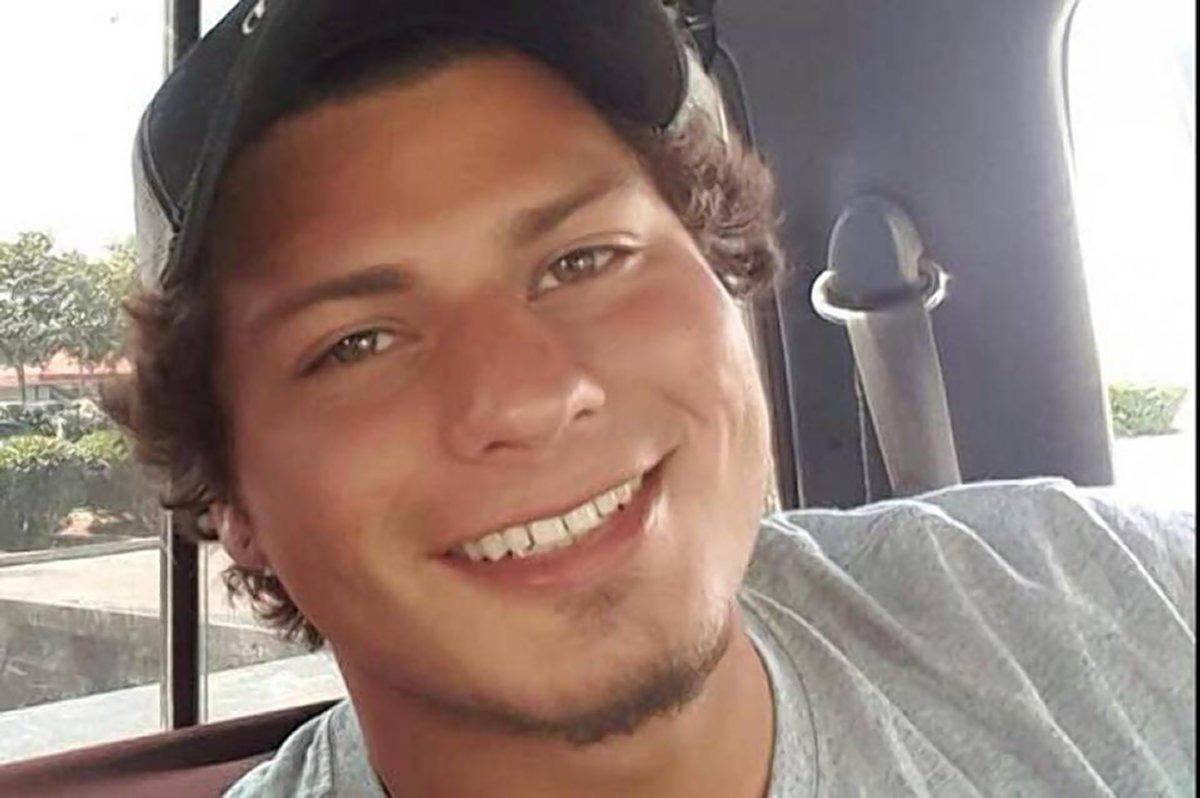 Video: Policías matan a tiros a joven de California postrado en el suelo