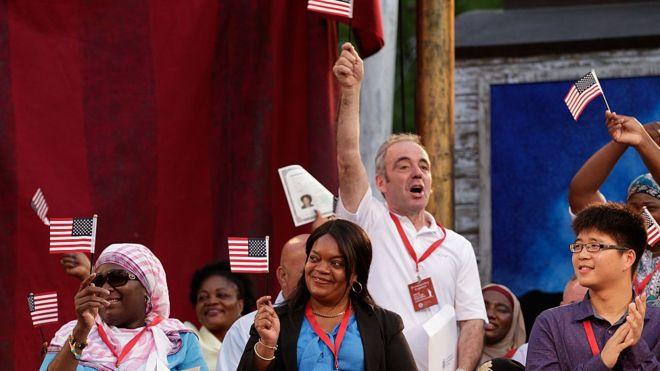Cuál es el grupo étnico mejor pagado de EEUU (y no son los blancos)