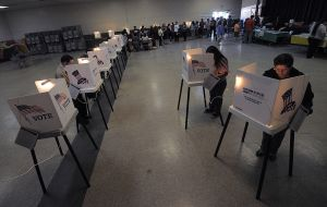 Latinos sienten más urgencia por votar tras decisión del Supremo sobre DAPA-DACA