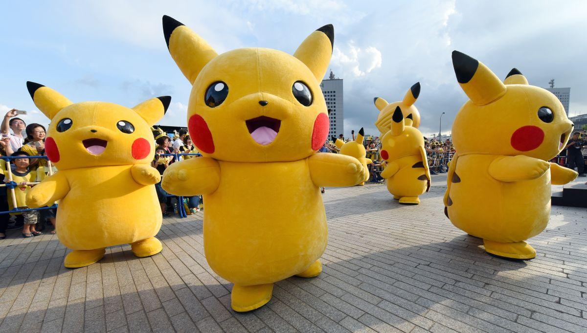 A cuánto esperan los fanáticos vender las tarjetas coleccionables que vienen en la nueva Cajita Feliz de Pokémon creada por McDonald's