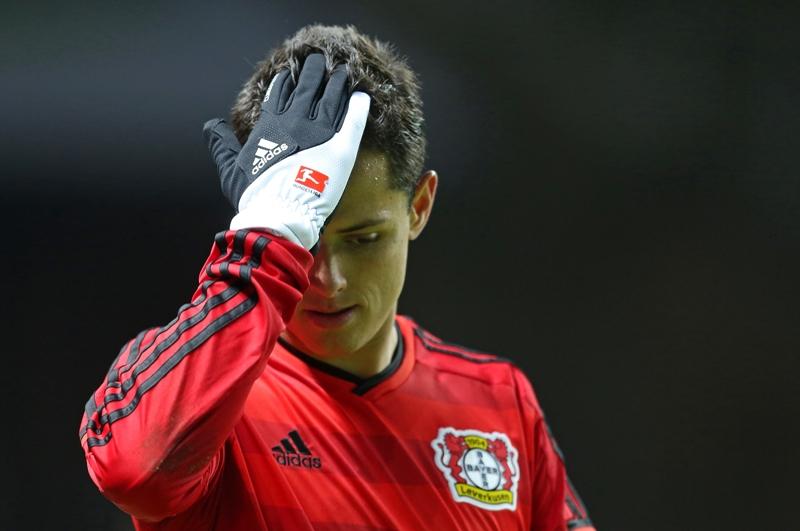 Dicen que se va del Leverkusen, pero Chicharito no dice nada sobre su futuro