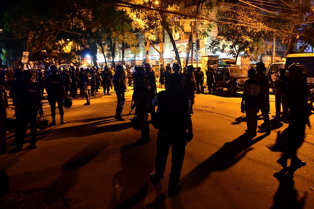 Bangladesh: Concluye el asalto al restaurante de Dacca, con al menos 7 muertos