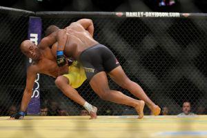 UFC 200: Cormier dominó a la 'Araña' Anderson Silva