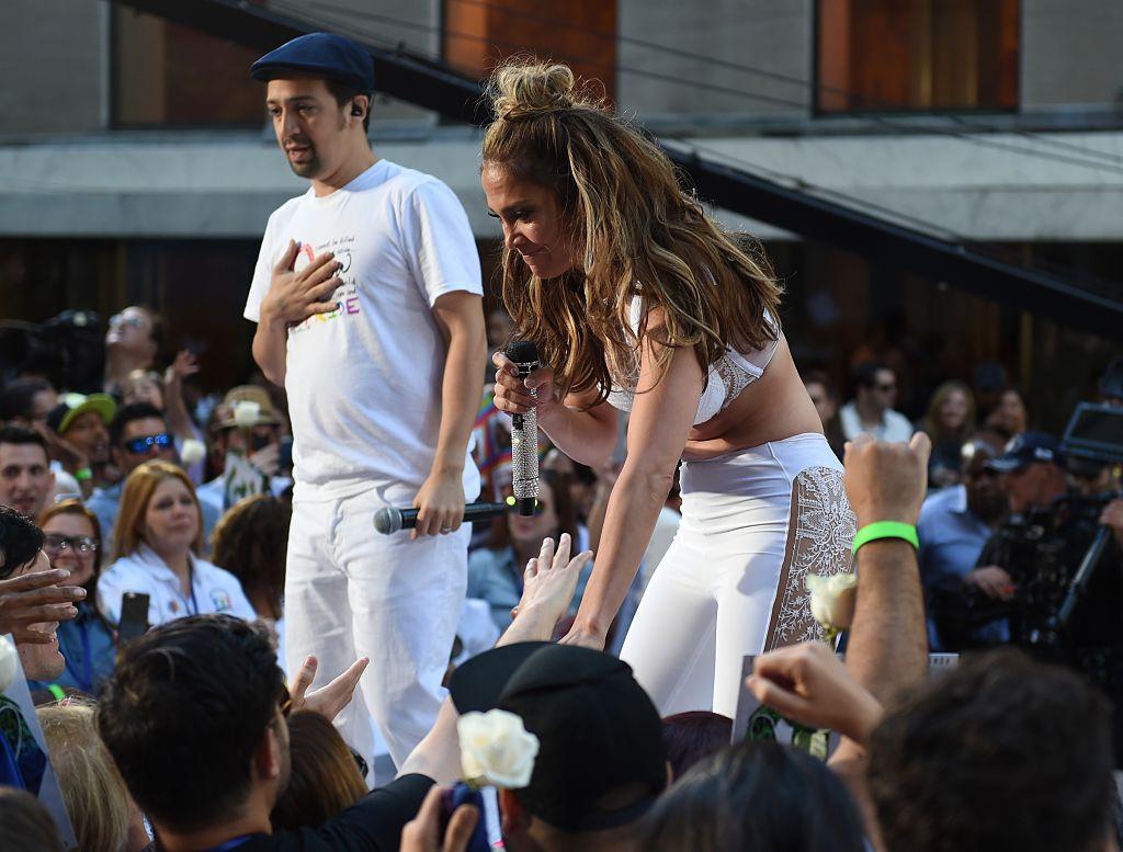 Video: J.Lo y Lin-Manuel Miranda emocionaron cantando a las víctimas de Orlando