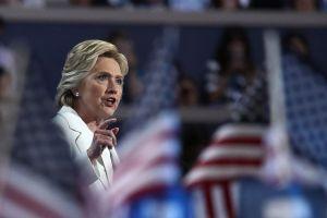 """Clinton: votantes afrontan """"la hora de la verdad"""""""