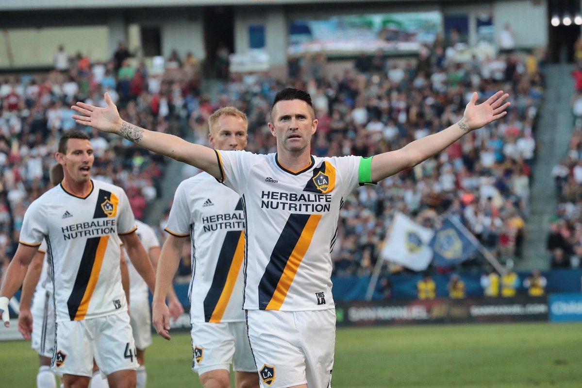 Joyita de Robbie Keane, en su regreso tras la Euro, lleva al Galaxy a romper la mala racha