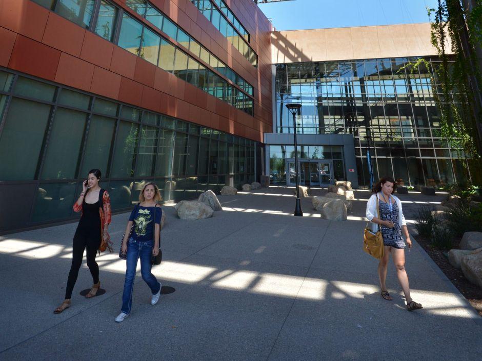 'Recibimos a los estudiantes indocumentados con los brazos abiertos'