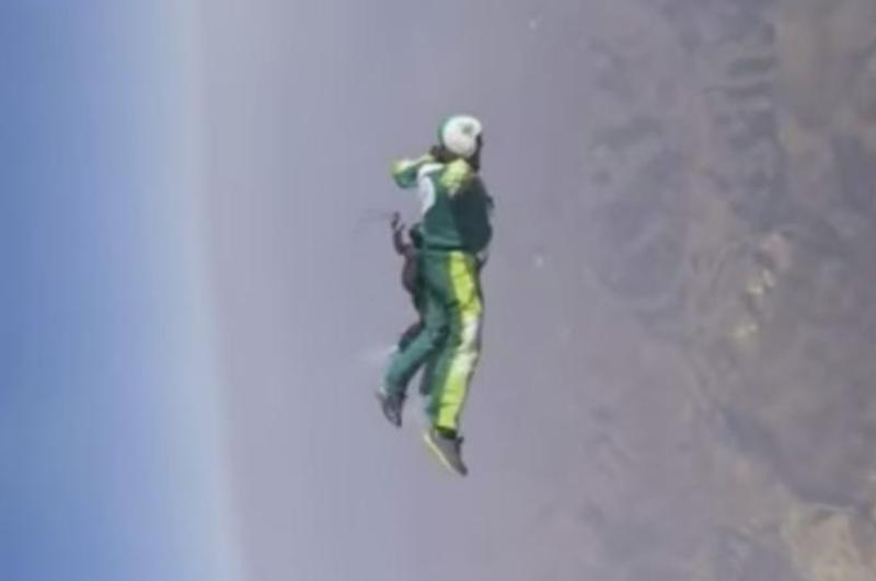 Video: Hombre realiza salto a 25,000 pies de altura ¡Sin paracaídas!