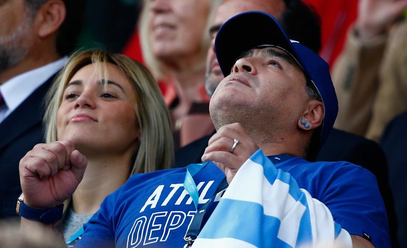 Maradona dice que dirigiría gratis a la selección de Argentina