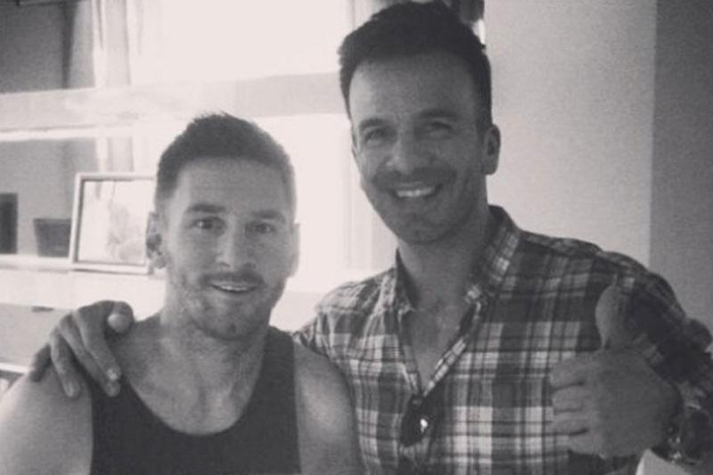 Messi y su peluquero Ariel Bermúdez.