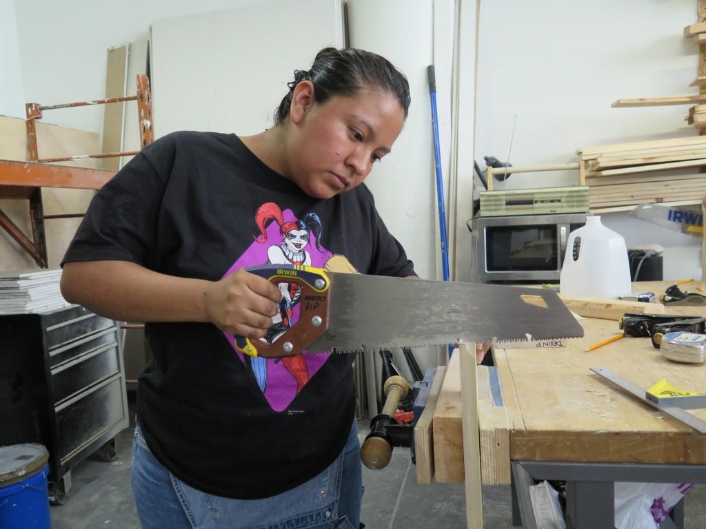 Verónica López, tiene 29 años y heredó de su madre la habilidad con las herramientas.