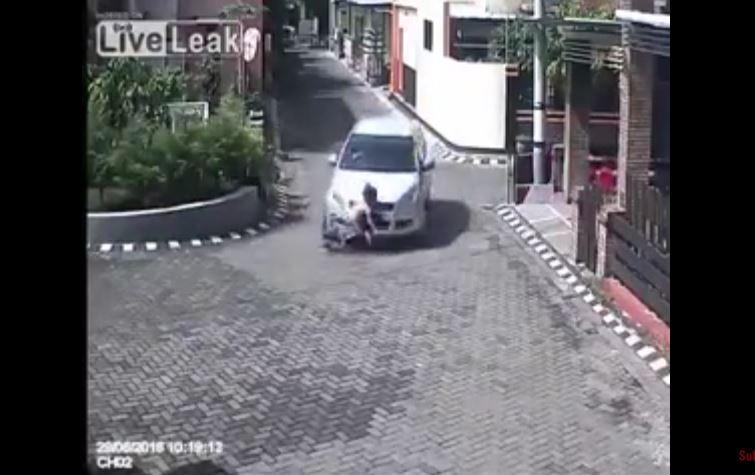 Video: Niña sale ilesa luego de ser arrollada por un auto