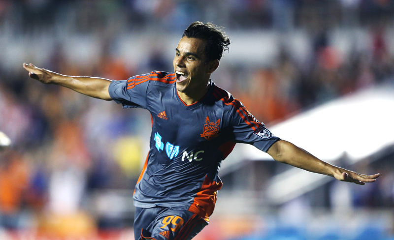 Omar Bravo se estrena como goleador en la NASL con Carolina RailHawks