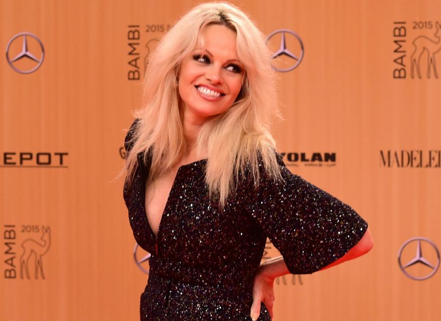 Pamela Anderson habla de su romance con AdilRami, 19 años más joven que ella