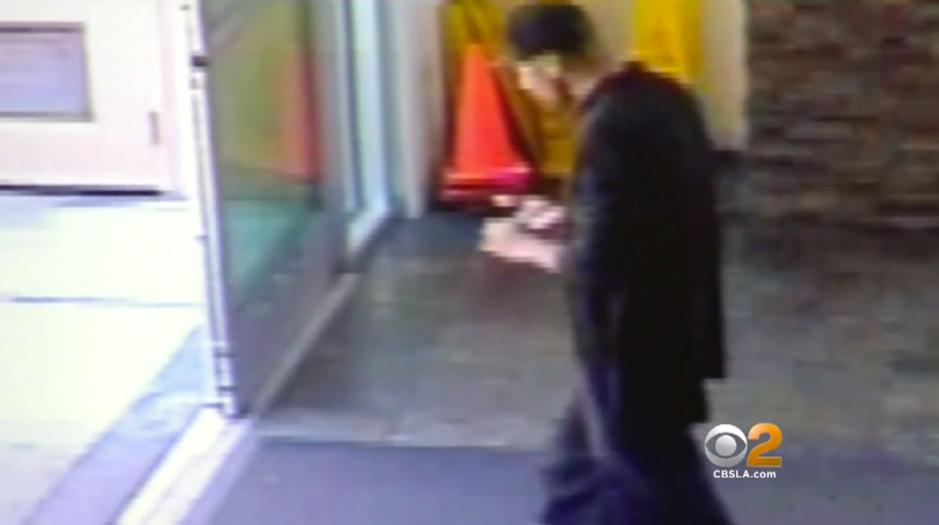 Video: Entró a una tienda de Walmart, pero no para ir de compras
