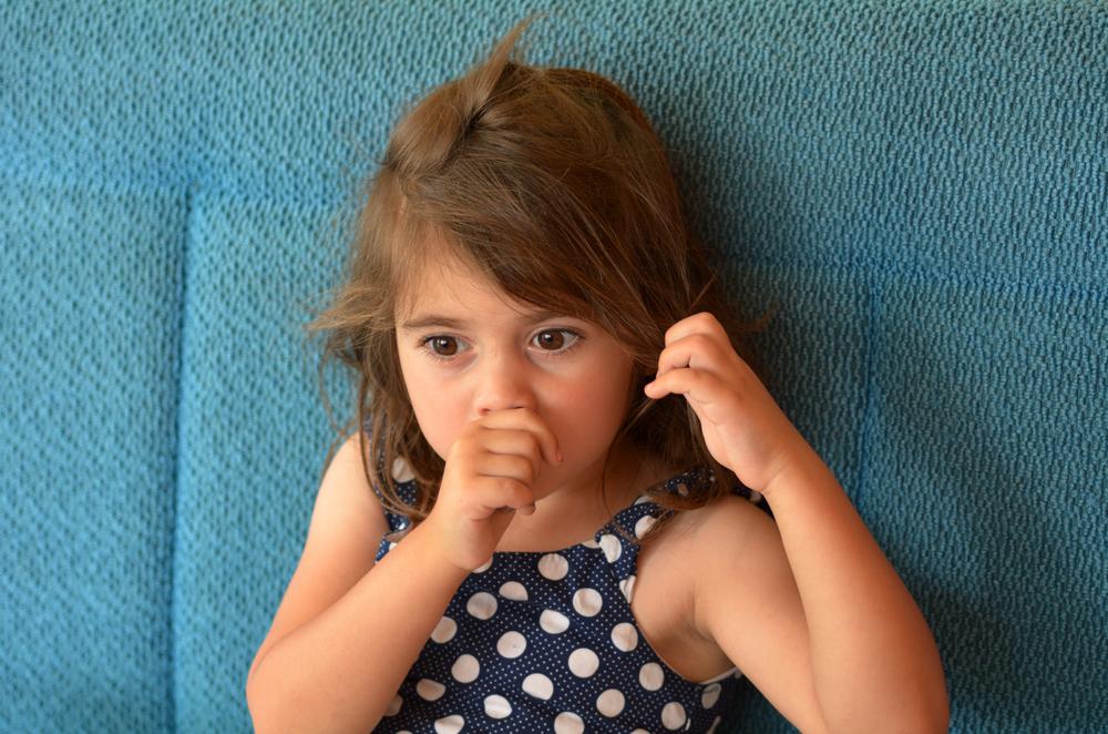 Chuparse el dedo y morderse las uñas es saludable para los niños