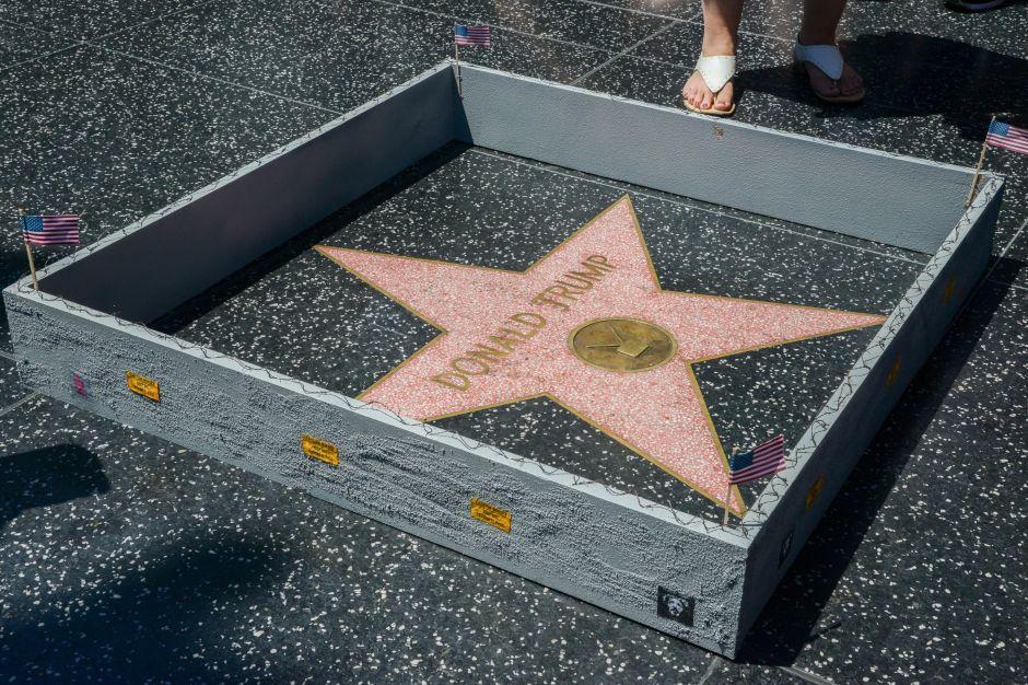 Donald Trump ya tiene su muro: alrededor de su estrella en Hollywood