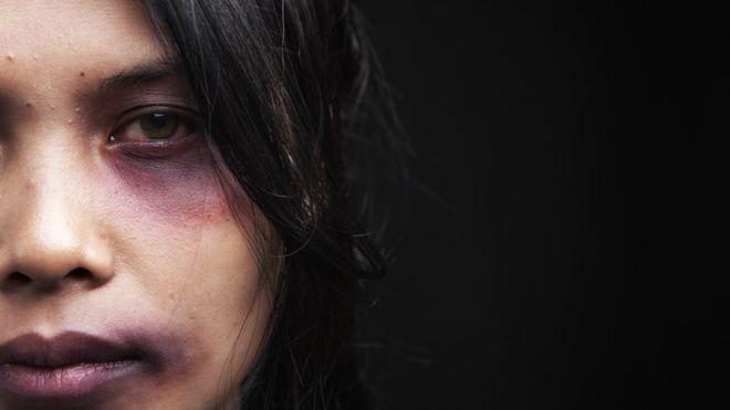 Las increíbles razones por las que las mujeres justifican que los hombres las golpeen