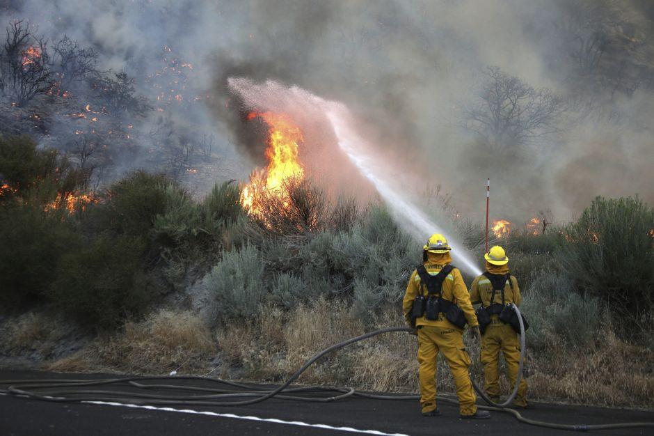 Fuertes vientos de Santa Ana traen riesgo de incendio a Sur de California