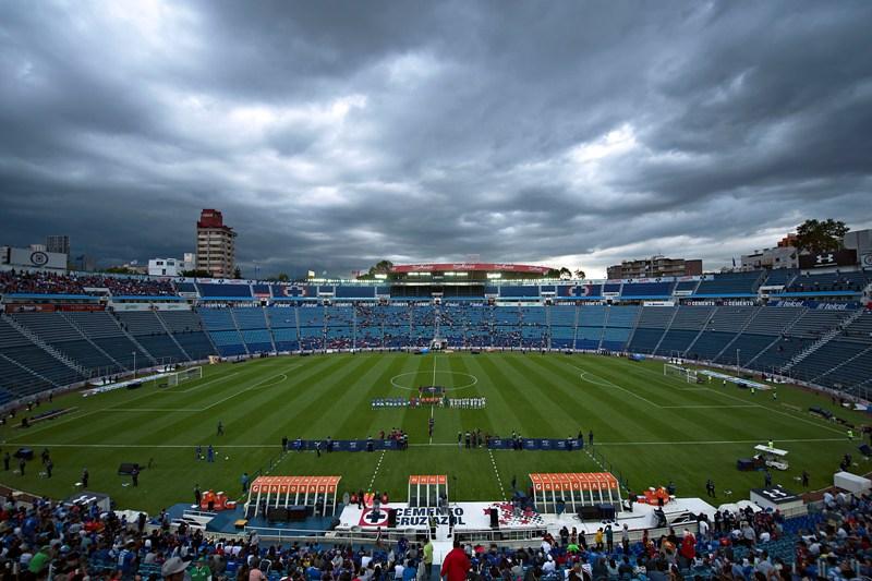 Con la demolición del estadio del Cruz Azul se van décadas de historia del fútbol mexicano