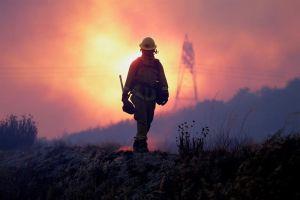 En menos de 24 horas, incendio Bluecut evacúa a 82 mil residentes