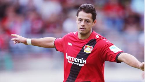 Chicharito se despachó con gol y asistencia en el primer partido del Bayer Leverkusen