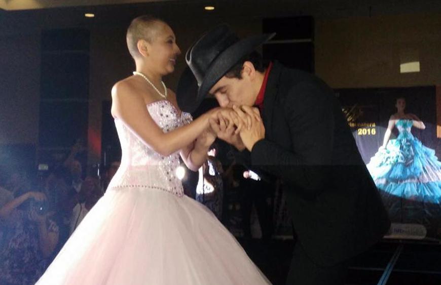 Julián Figueroa cumple el sueño de una joven con cáncer