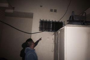 Moho tóxico, agujeros en paredes y cables sueltos: así viven inquilinos en L.A.