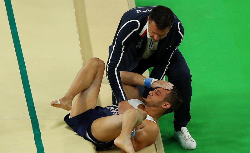 Video: ¡Impactante! Gimnasta francés se rompe la pierna en Río 2016 (se recomienda discreción)