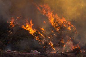 Por qué son más feroces este año los incendios que azotan California